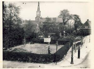 Hoek Nieuwendammerdijk En Nieuwendammerstraat Met Gezicht Op De Herv Kerk Aan Brede Kerkepad